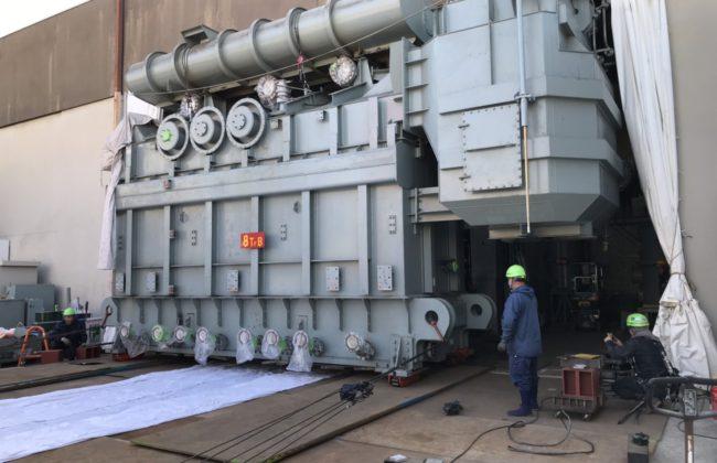 画像:大型変圧器撤去工事(WJ工法)